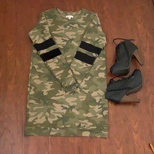 Dresses & Skirts - 🧜🏻♀️Camouflage Sweater Dress